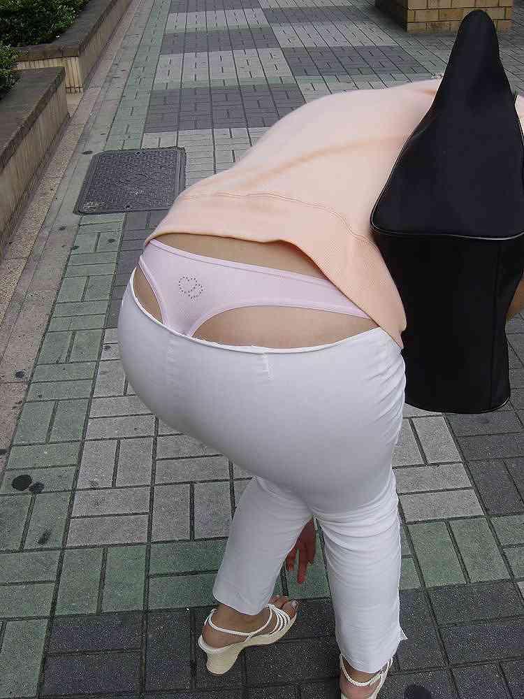 【ローライズエロ画像】こんなファッションありか!?パンツがはみ出してるのは当たり前w 12