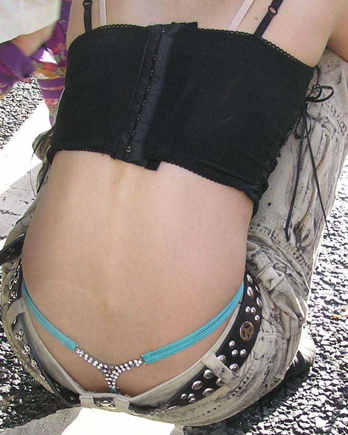【ローライズエロ画像】こんなファッションありか!?パンツがはみ出してるのは当たり前w 14