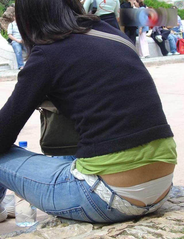 【ローライズエロ画像】こんなファッションありか!?パンツがはみ出してるのは当たり前w 31