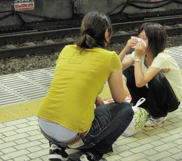 【ローライズエロ画像】こんなファッションありか!?パンツがはみ出してるのは当たり前w 45