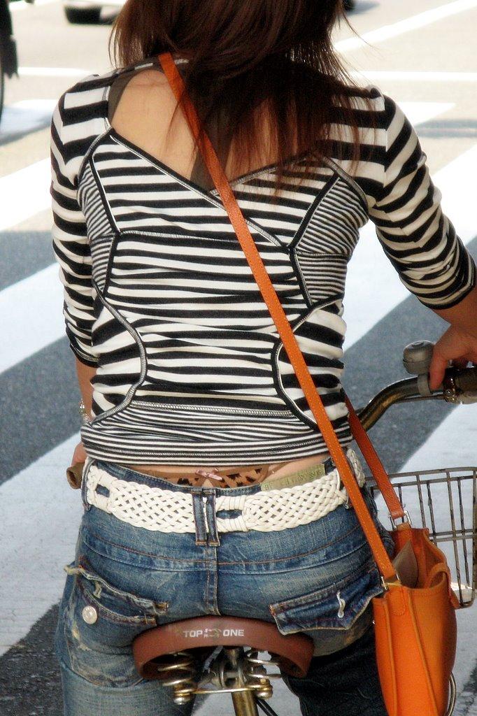 【ローライズエロ画像】こんなファッションありか!?パンツがはみ出してるのは当たり前w 47