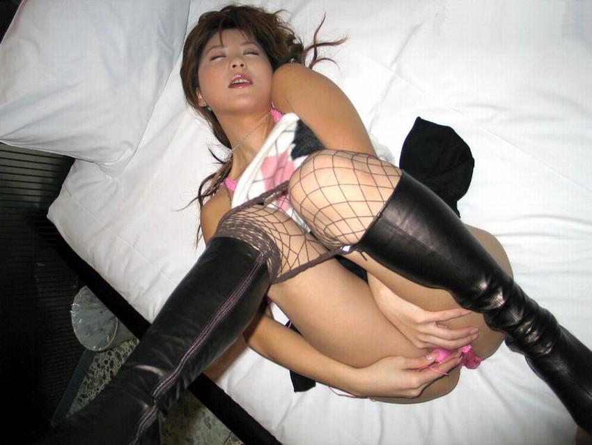 【ローターオナニーエロ画像】今やローター所持は常識!?ローターでオナニーする女子! 46