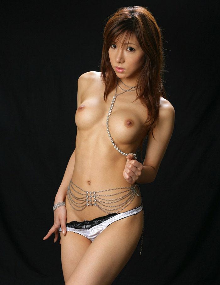 【美乳エロ画像】美しすぎるおっぱい!こんな彼女がほしかった!? 03