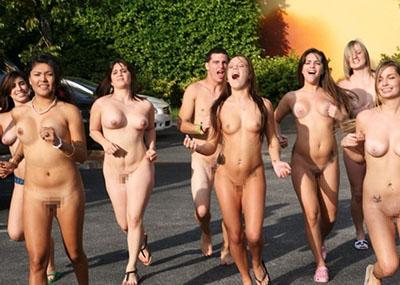 【オープンエ□ス文化】ワイ将こういう全裸イベントが余裕で開催される外国文化が羨まし過ぎて咽び泣く。。。(画像30枚)