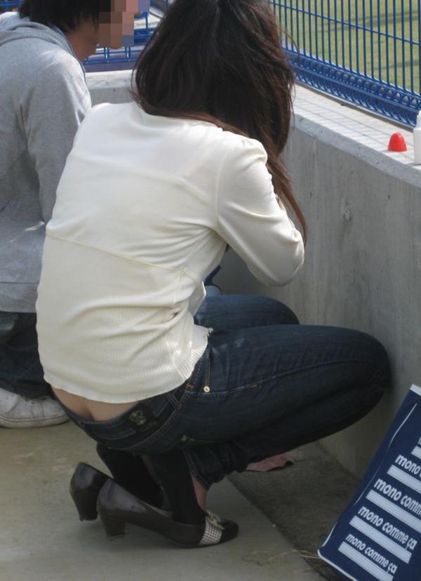 【ローライズエロ画像】パンチラを気にしてたら着用不可なローライズパンツw 11
