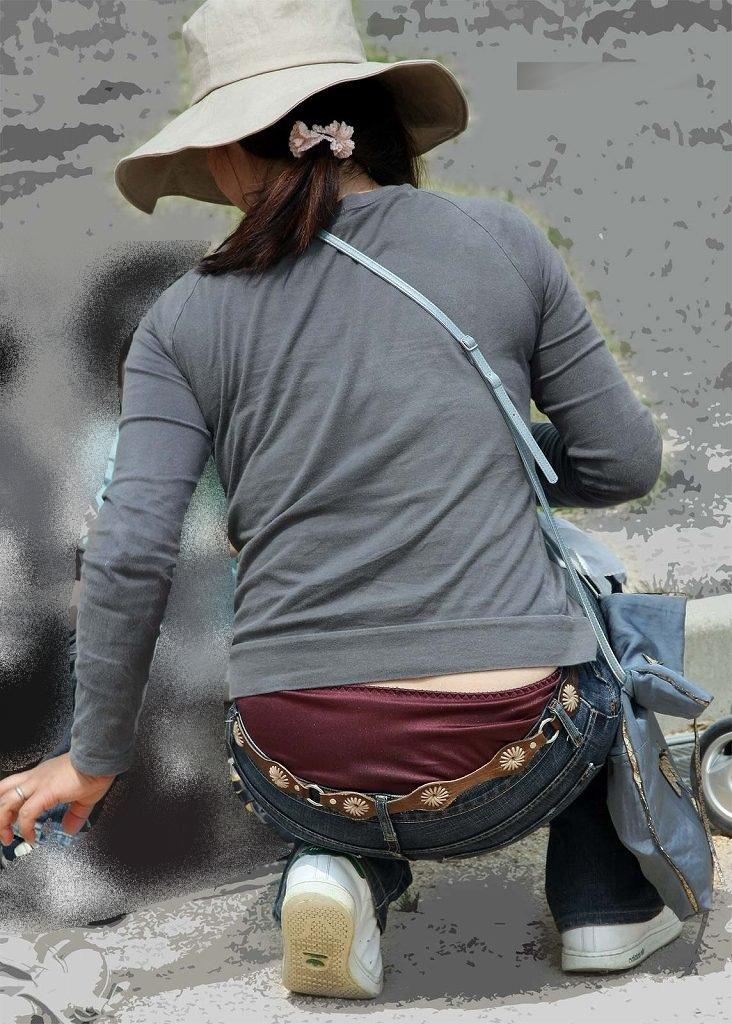 【ローライズエロ画像】パンチラを気にしてたら着用不可なローライズパンツw 46
