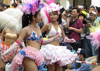 5月と言えば神戸まつり!小さな子供たちも過激な衣装で踊りまくるサンバにおとーさん感激wwww(画像15枚)