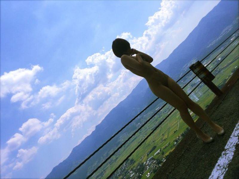 【野外露出エロ画像】人に見られるかもしれないというスリルがカ・イ・カ・ン… 22