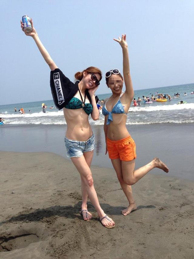 【素人水着エロ画像】素人娘たちの生々しい水着姿にドッキドキ!wwww 23