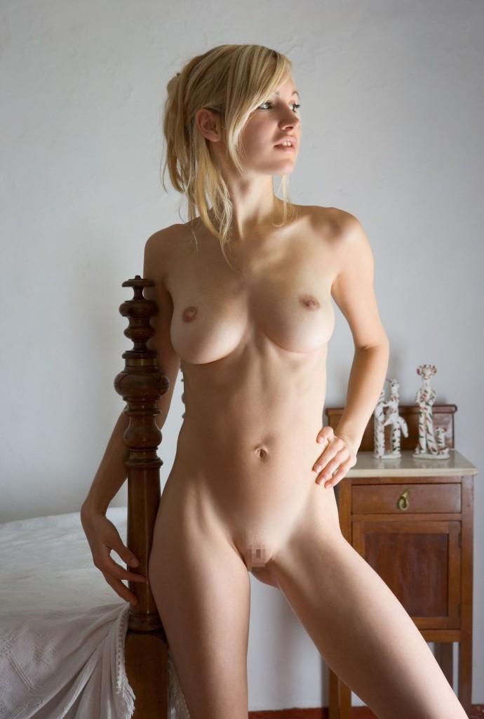【海外パイパンエロ画像】ツルツルのパイパン!海外美女たちの背徳感たっぷりのアソコwww 17