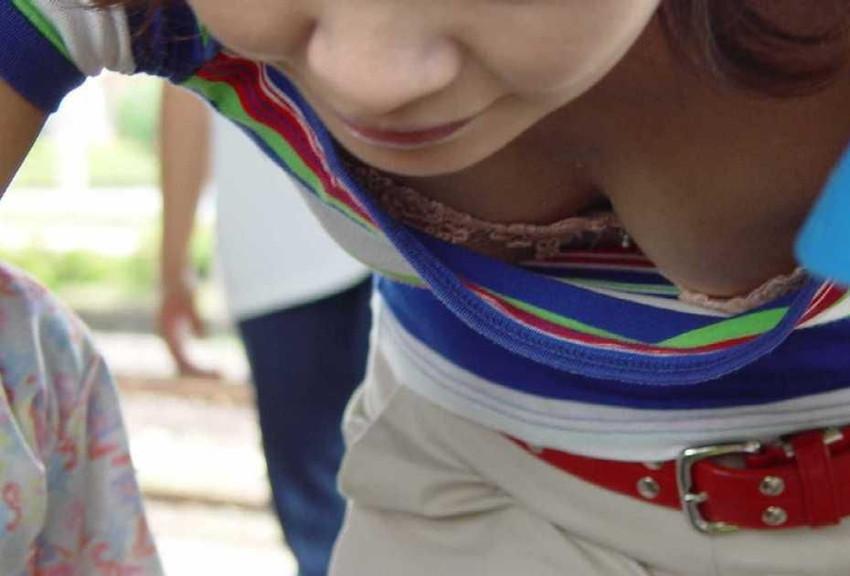 【胸チラエロ画像】街中で見つけた素人娘たちの胸チラ画像に勃起不可避!www 23