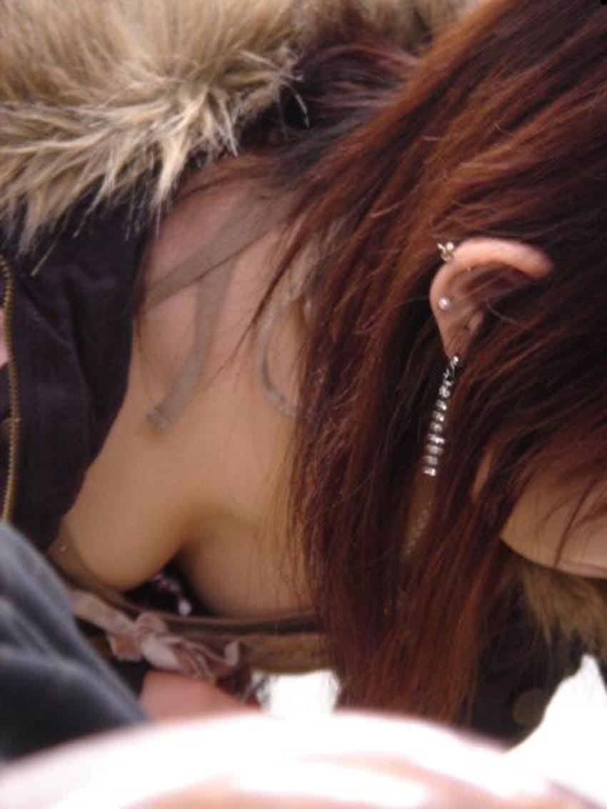 【胸チラエロ画像】街中で見つけた素人娘たちの胸チラ画像に勃起不可避!www 30