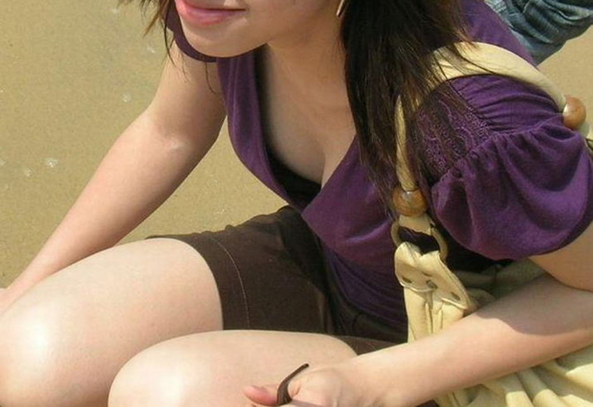 【胸チラエロ画像】街中で見つけた素人娘たちの胸チラ画像に勃起不可避!www 40