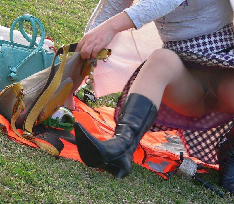 【街撮りパンチラエロ画像】素人娘の無防備な股間を狙い撃ち!街撮りパンチラ! 19