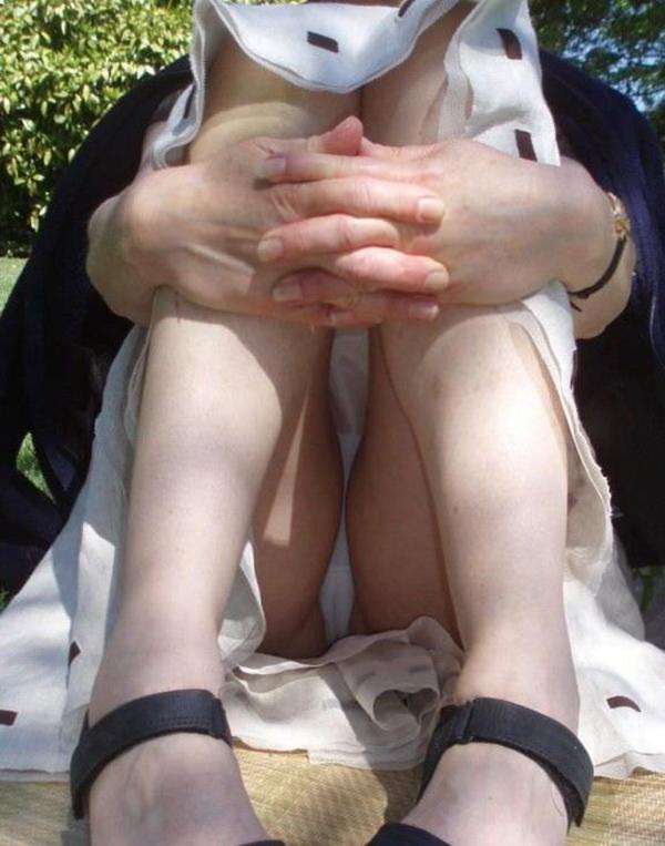 【街撮りパンチラエロ画像】素人娘の無防備な股間を狙い撃ち!街撮りパンチラ! 29