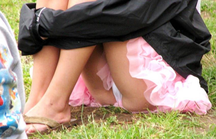 【街撮りパンチラエロ画像】素人娘の無防備な股間を狙い撃ち!街撮りパンチラ! 30