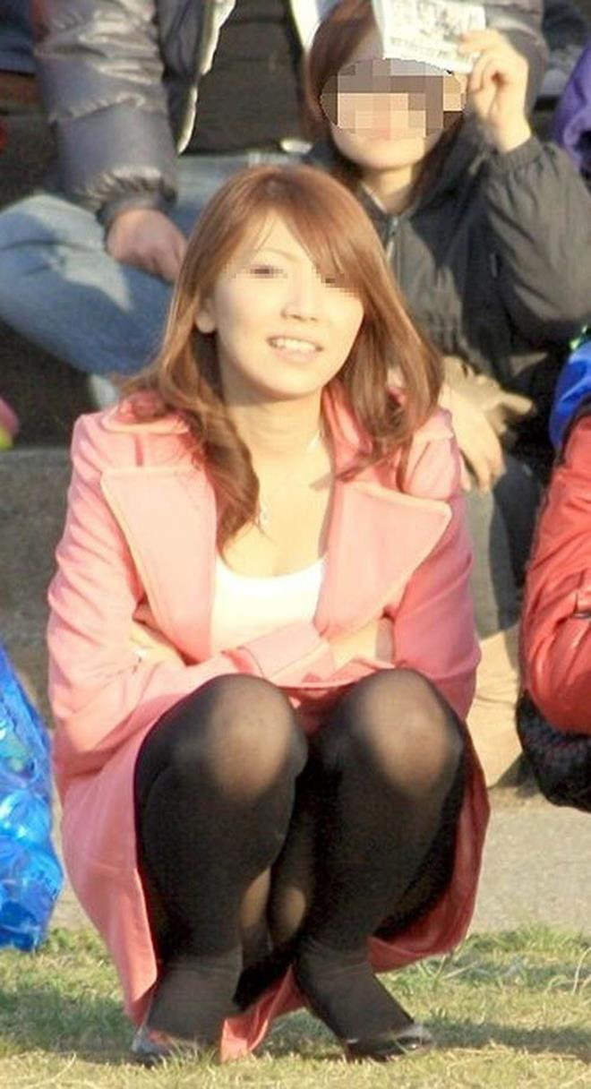 【街撮りパンチラエロ画像】素人娘の無防備な股間を狙い撃ち!街撮りパンチラ! 37