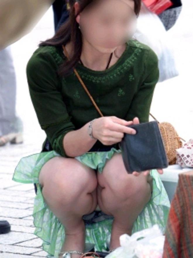 【街撮りパンチラエロ画像】素人娘の無防備な股間を狙い撃ち!街撮りパンチラ! 40