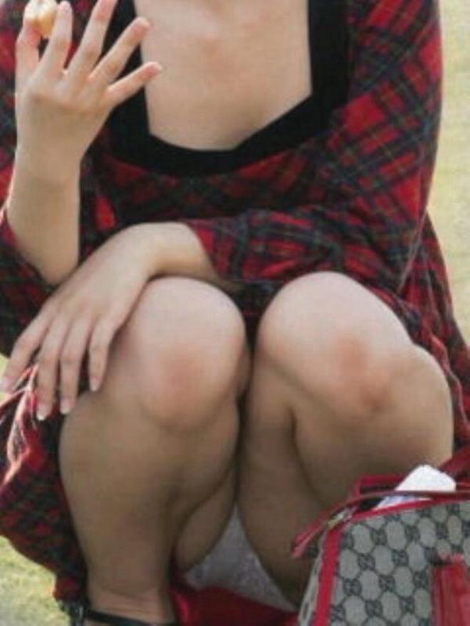 【街撮りパンチラエロ画像】素人娘の無防備な股間を狙い撃ち!街撮りパンチラ! 41