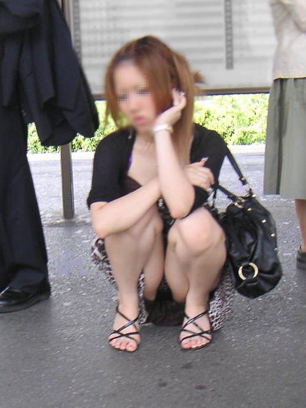 【街撮りパンチラエロ画像】素人娘の無防備な股間を狙い撃ち!街撮りパンチラ! 43
