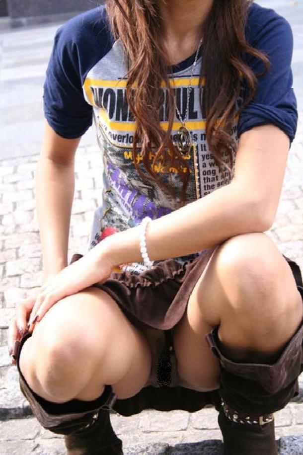 【街撮りパンチラエロ画像】素人娘の無防備な股間を狙い撃ち!街撮りパンチラ! 49