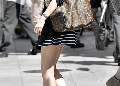 【街撮り美脚エロ画像】街中で目を惹く!ミニスカ美脚な女の子にズームイン!
