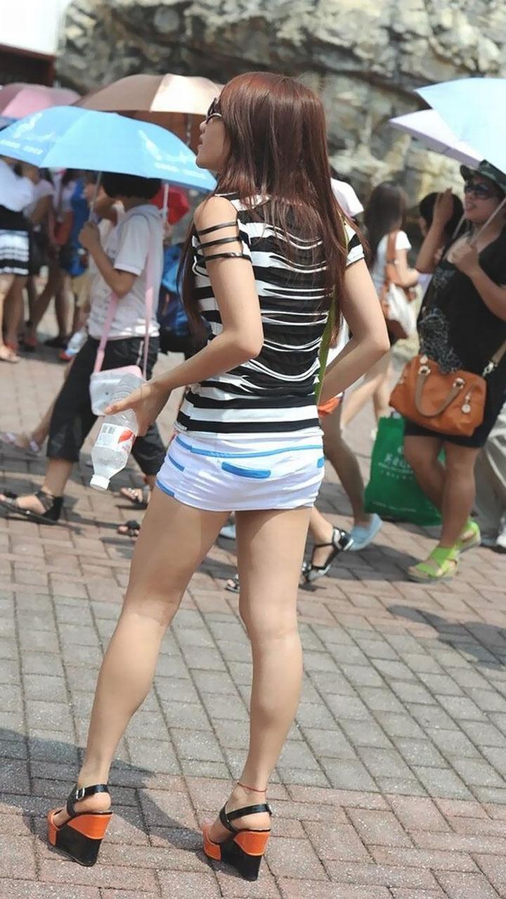 【街撮り美脚エロ画像】街中で目を惹く!ミニスカ美脚な女の子にズームイン! 29