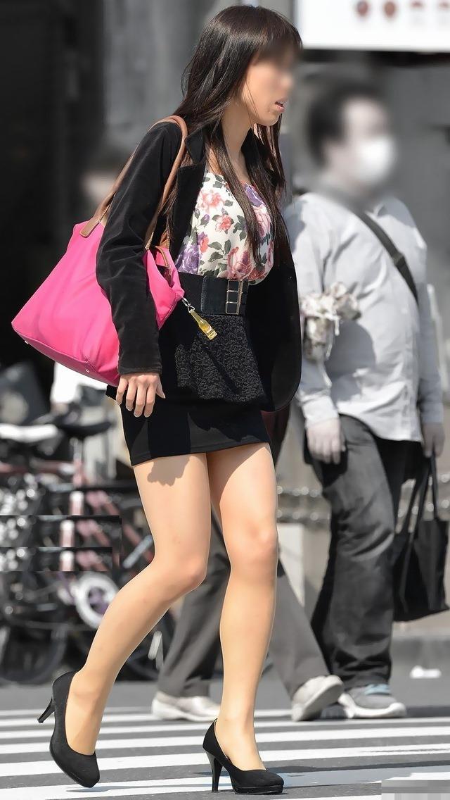 【街撮り美脚エロ画像】街中で目を惹く!ミニスカ美脚な女の子にズームイン! 39