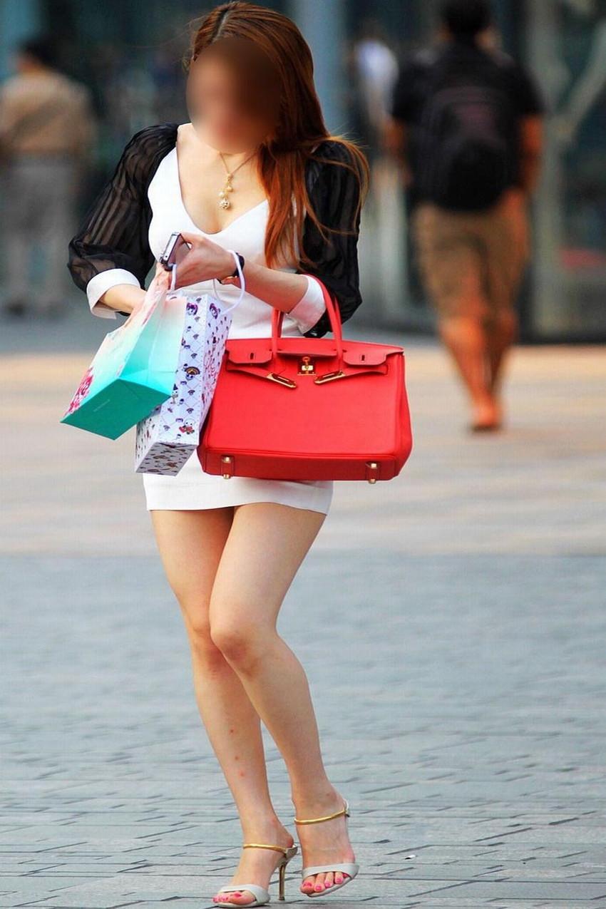 【街撮り美脚エロ画像】街中で目を惹く!ミニスカ美脚な女の子にズームイン! 47