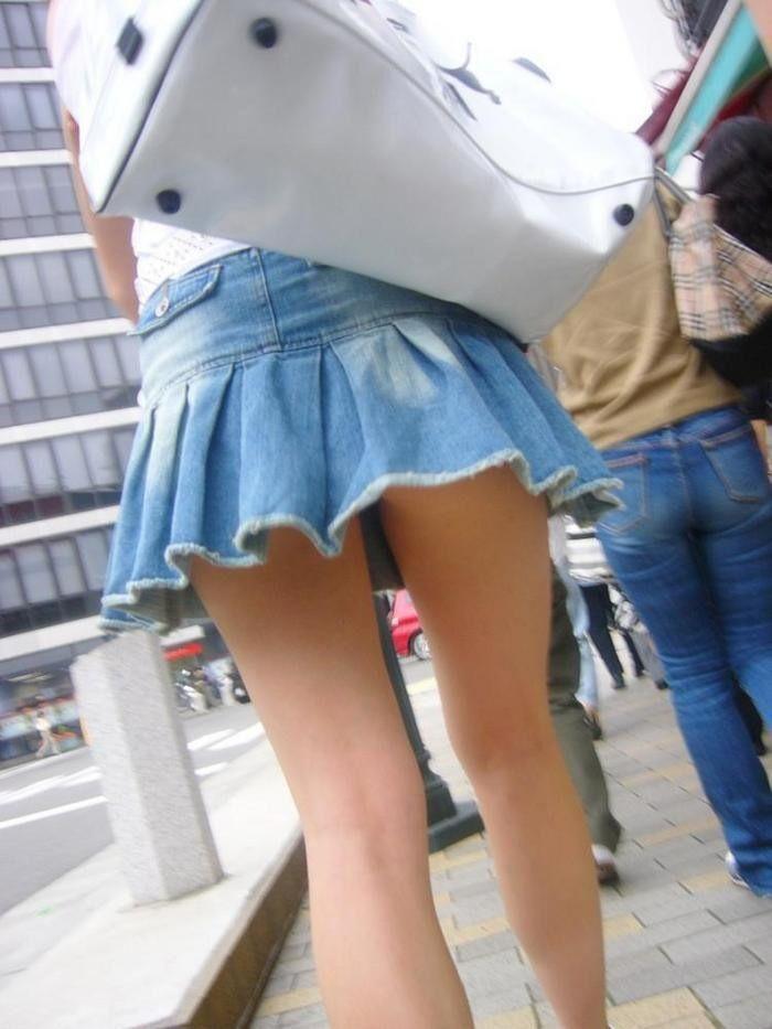 【街撮り美脚エロ画像】街中で目を惹く!ミニスカ美脚な女の子にズームイン! 48