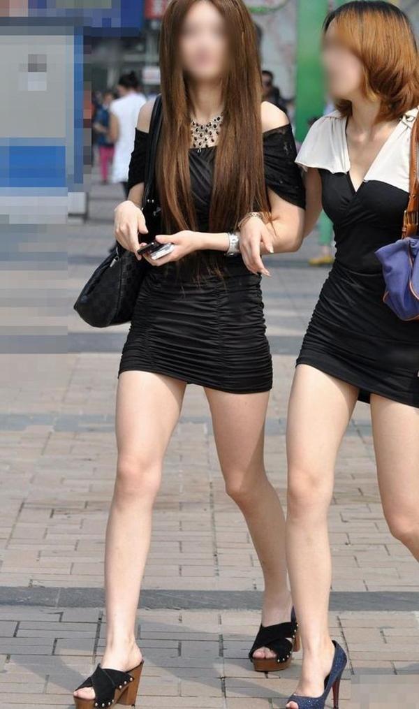 【街撮り美脚エロ画像】街中で目を惹く!ミニスカ美脚な女の子にズームイン! 50