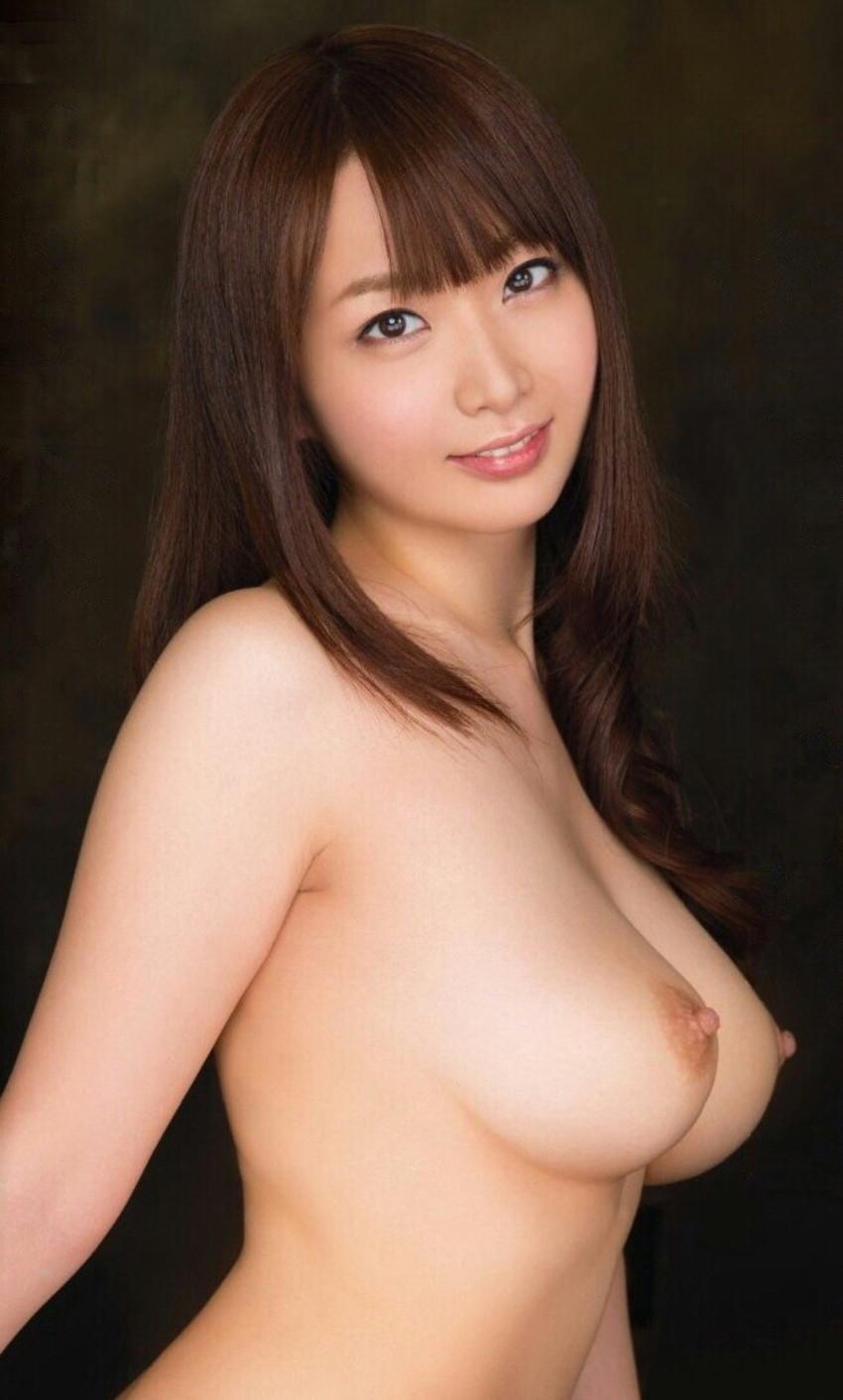 【美乳エロ画像】ため息が出るほどに色、形ともにカンペキなおっぱい! 34