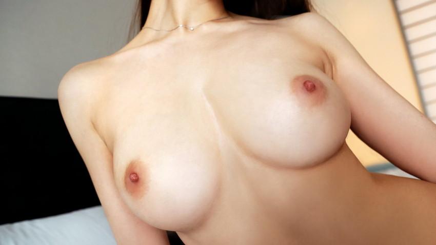 【美乳エロ画像】ため息が出るほどに色、形ともにカンペキなおっぱい! 47