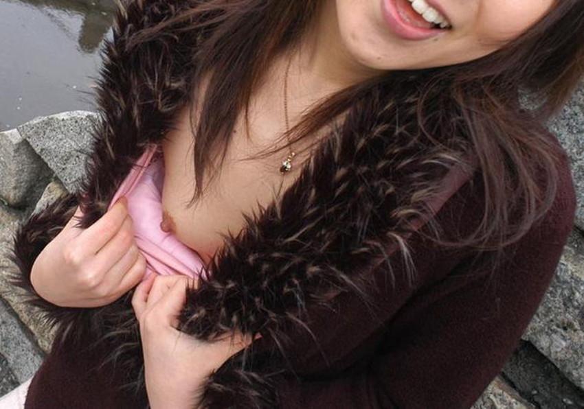 【片乳エロ画像】片方のおっぱいだけポロリしている女エロすぎて草www 52