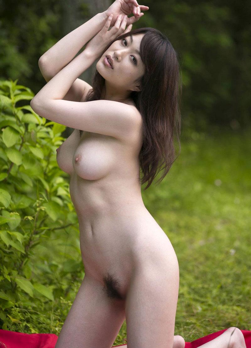 【野外露出エロ画像】野外で露出している女たちの過激さが草生えるwww 04