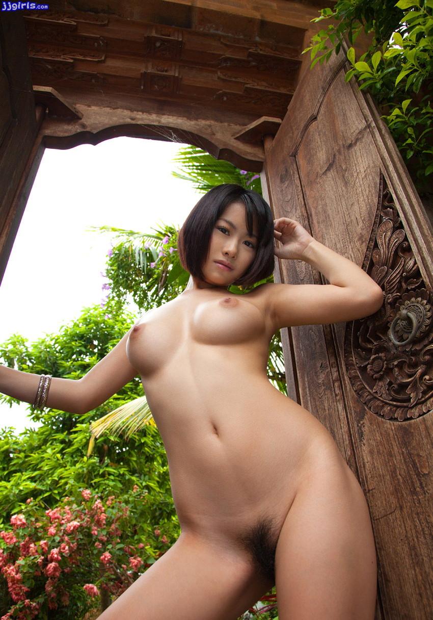 【野外露出エロ画像】野外で露出している女たちの過激さが草生えるwww 28