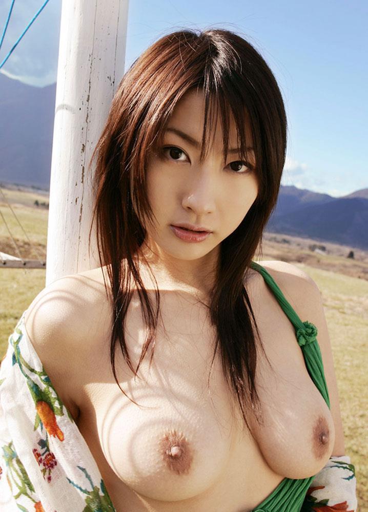 【野外露出エロ画像】野外で露出している女たちの過激さが草生えるwww 50