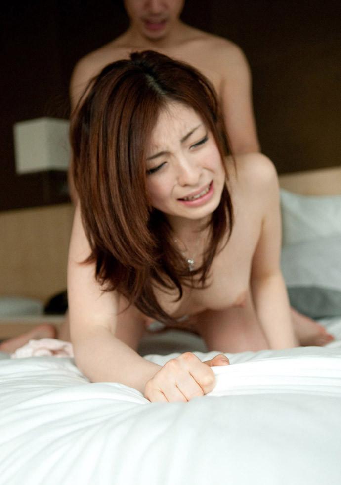 【バックエロ画像】四つんばいにされて後ろから挿入されてる女って最高にエロい! 52