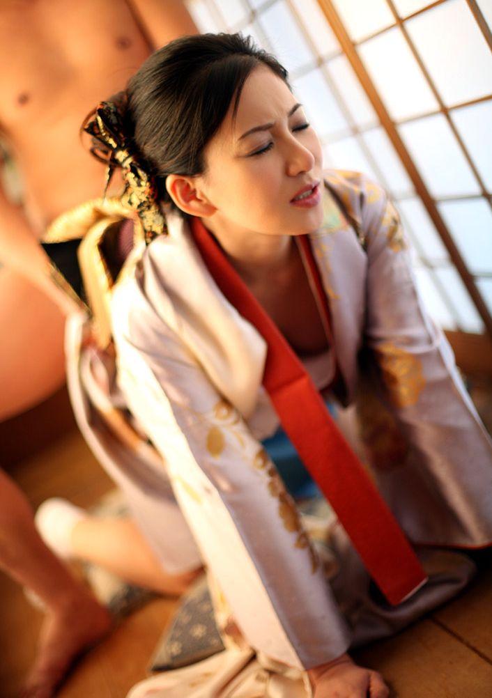 【和服エロ画像】日本の心を大切にしたい!和服姿の女の子たちの至高のエロス! 11
