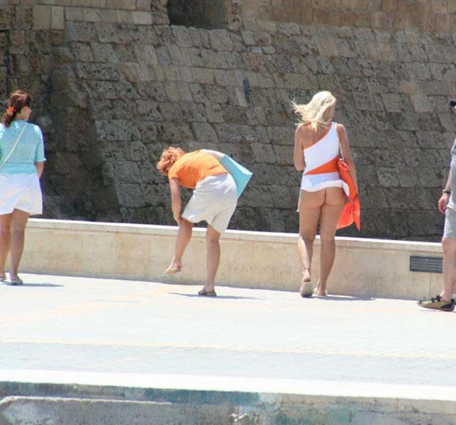 【海外パンチラエロ画像】海外女性たちの股間を狙った海外パンチラエロ画像 08