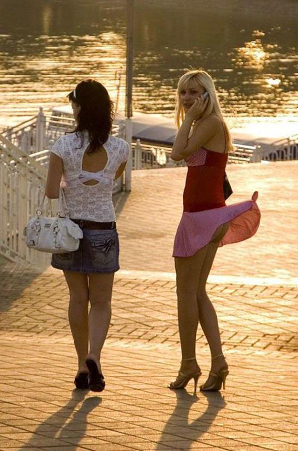 【海外パンチラエロ画像】海外女性たちの股間を狙った海外パンチラエロ画像 19