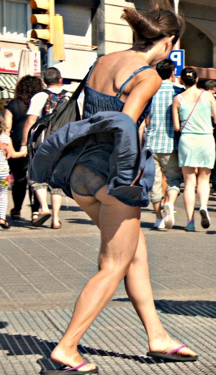 【海外パンチラエロ画像】海外女性たちの股間を狙った海外パンチラエロ画像 21