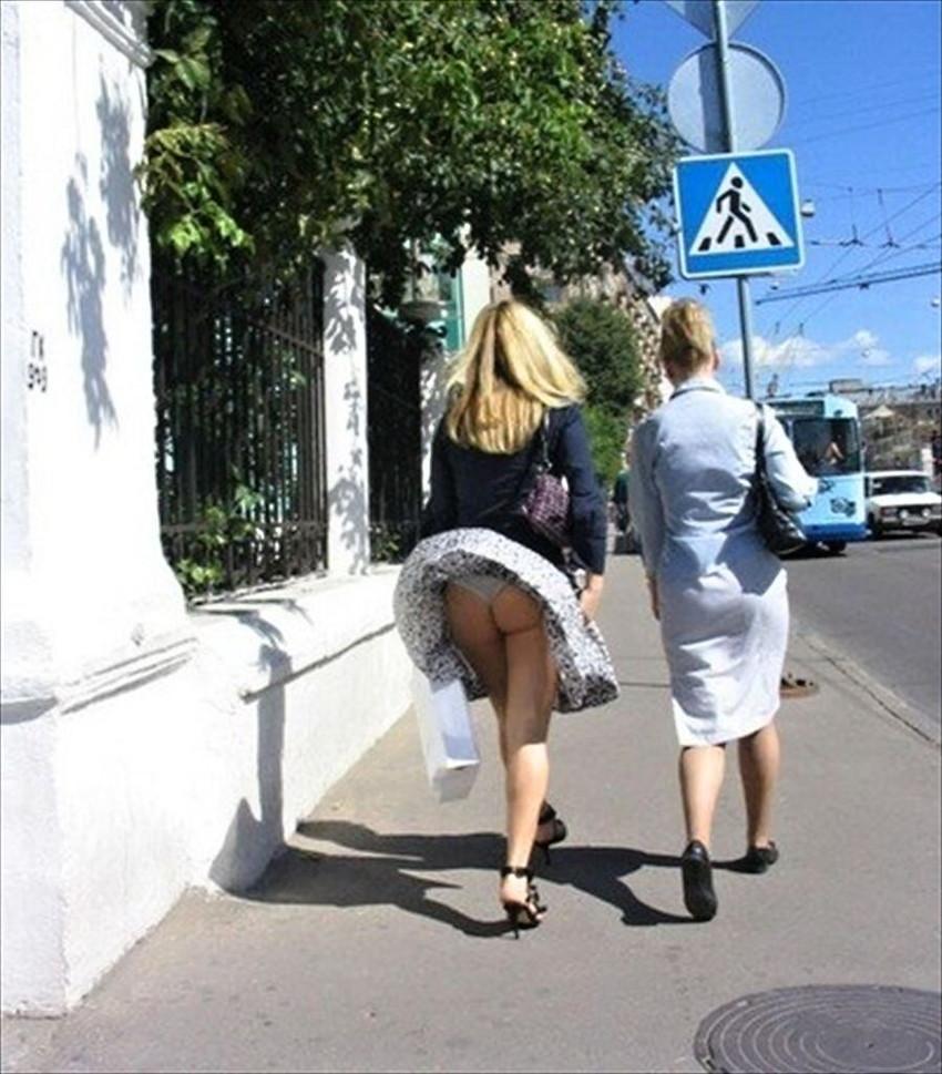 【海外パンチラエロ画像】海外女性たちの股間を狙った海外パンチラエロ画像 22
