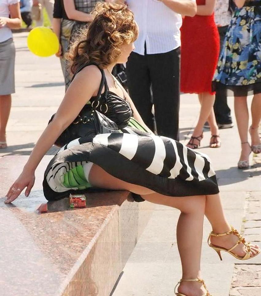 【海外パンチラエロ画像】海外女性たちの股間を狙った海外パンチラエロ画像 25