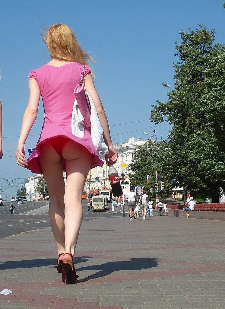 【海外パンチラエロ画像】海外女性たちの股間を狙った海外パンチラエロ画像 31