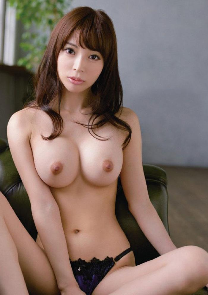【美乳エロ画像】美しいおっぱいってエロさよりも、むしろ芸術性が高いよな!? 32