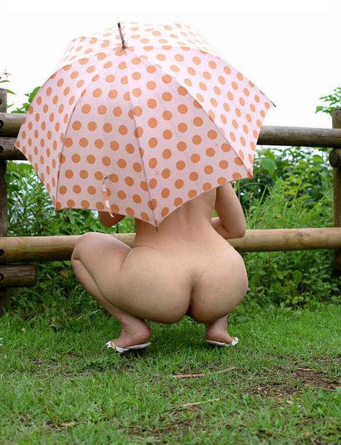 【野外露出エロ画像】大胆過激!屋外で裸体を晒す素人娘たちってエロ杉! 05
