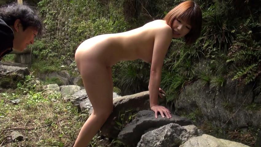 【野外露出エロ画像】大胆過激!屋外で裸体を晒す素人娘たちってエロ杉! 43