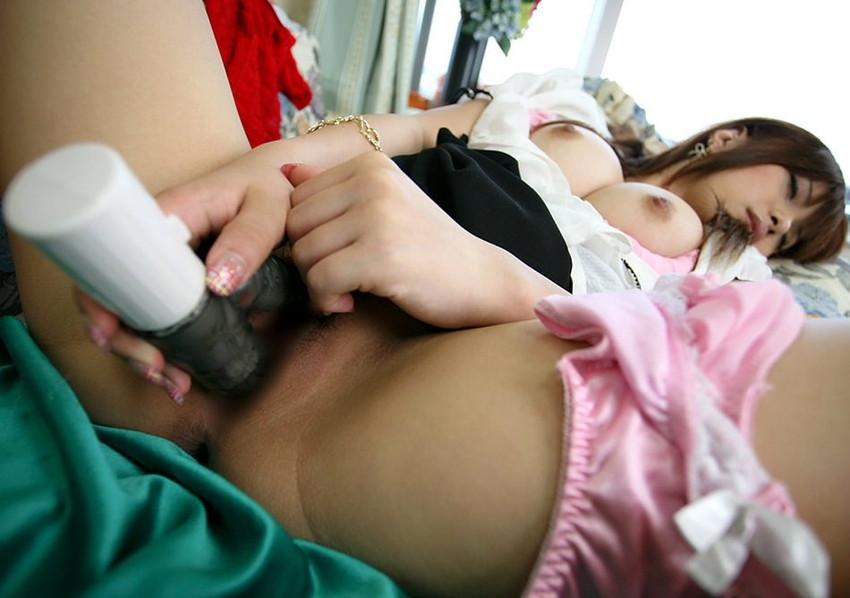 【バイブオナニーエロ画像】卑猥に濡れた膣口にバイブをずぼずぼ!バイブオナニー! 15