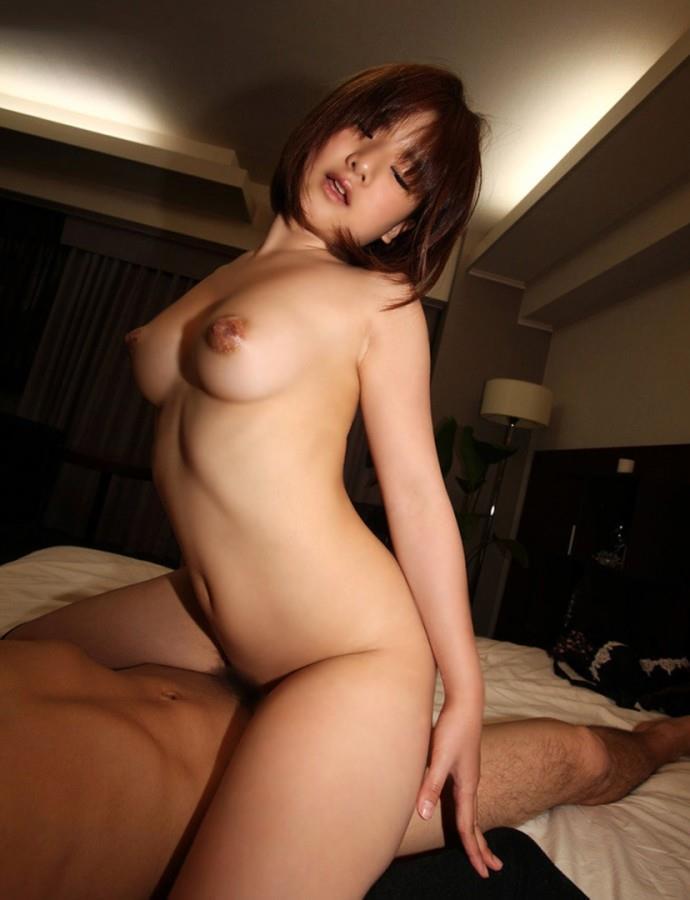 【騎乗位エロ画像】セックスに貪欲な女が好きそうな体位といったらコレじゃね?w 24